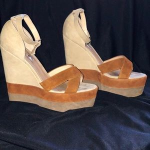 H by Halston Two Toned Wedges Sz 8